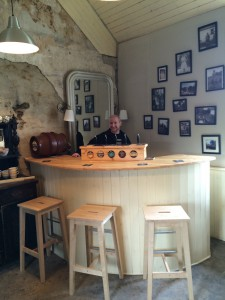 Brewer Phil behind the bar